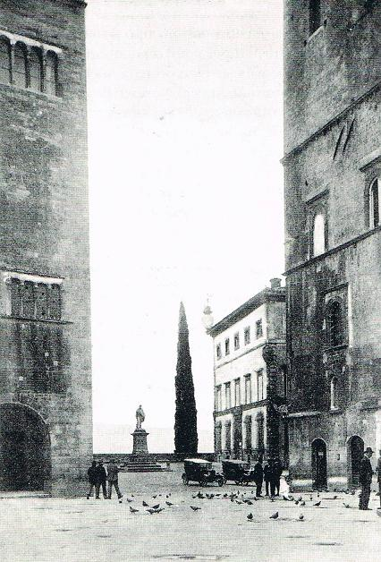 Piazza Garibaldi (Palazzo degli Atti)
