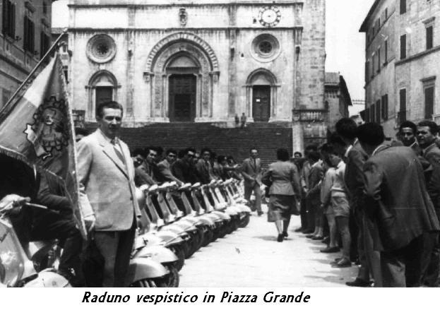 Piazza GRande (raduno vespistico)